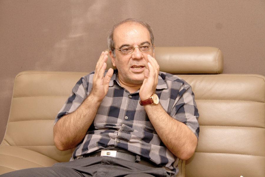 واکنش متفاوت عباس عبدی به خبر سرقت یورو و پول نقد کلان از خانه یک نماینده