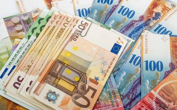 قیمت یورو کاهش یافت، افزایش 7 تومانی نرخ دلار