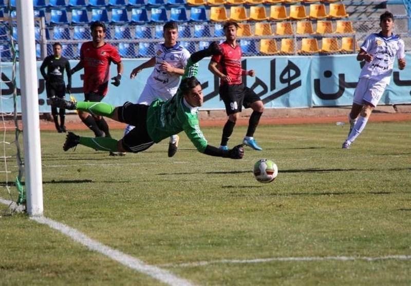 لیگ دسته اول فوتبال، شکست صدرنشین و تساوی در دربی گیلان، رجحان مس در ثانیه های پایانی