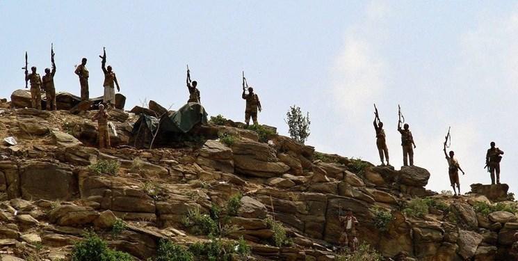 ده ها پایگاه نظامی مزدوران سعودی در صنعاء به کنترل رزمندگان یمنی درآمد