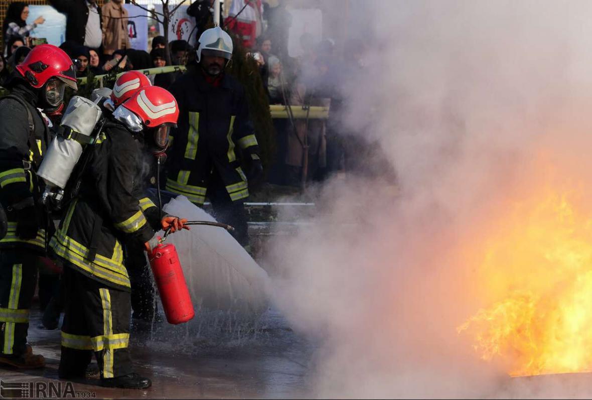 خبرنگاران دود غلیظ در مرکز تهران مربوط به آتش سوزی ساختمان اداری بود