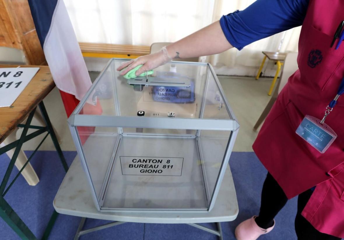 خبرنگاران انتقاد از برگزاری انتخابات شهرداری های فرانسه در اوج شیوع کرونا