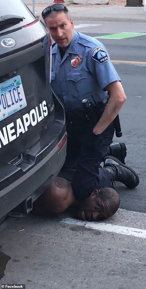 پلیسی که آمریکا را به آشوب کشید، آزاد شد!، عکس