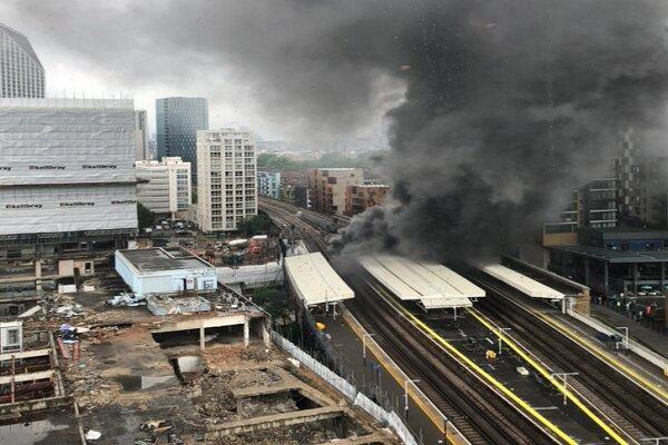 آتش سوزی مهیب و انفجارهای پیاپی در ایستگاه قطاری در لندن